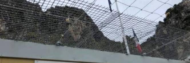 I rapporti e le foto sui container francesi per i migranti 1