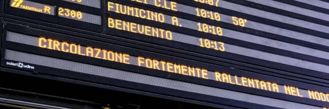 Attese e disagi alla stazione di Roma Termini a causa dell'incendio di Firenze 1