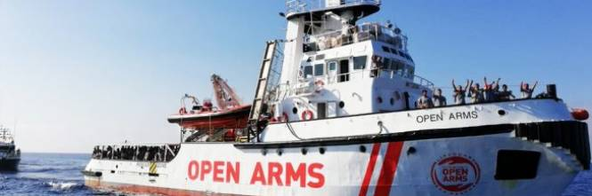 Risultati immagini per immagine di migranti sulla nave open arms