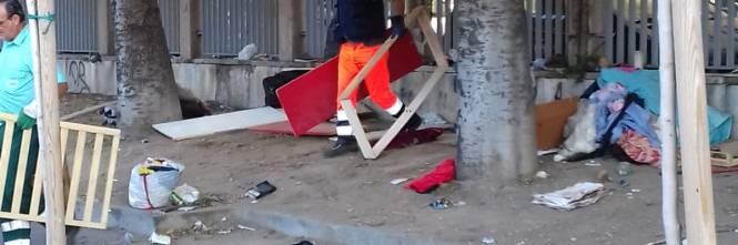 Napoli, sgomberati i senzatetto accampati davanti all'ospedale Loreto Mare 1