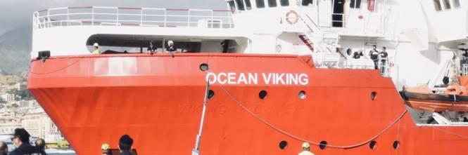 La Ocean Viking entra nel porto di Messina  1