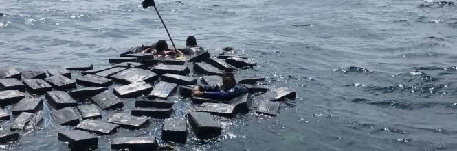 Colombia, narcos salvati in mare tra i pacchi di cocaina 1