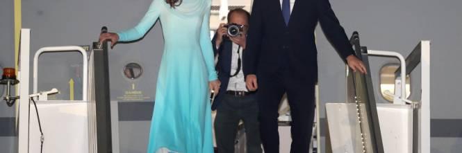 Kate e William sbarcano in Pakistan, la Duchessa incanta 1