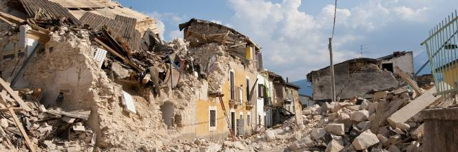 Nel container dal terremoto del '97: ora anziana viene anche indagata