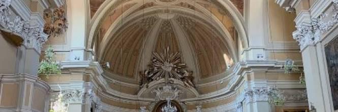 """Ancona, entra in chiesa completamente nuda e grida: """"Se mi toccate, vi denuncio"""""""