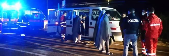 Lecce, i migranti appena soccorsi dalla croce rossa 1