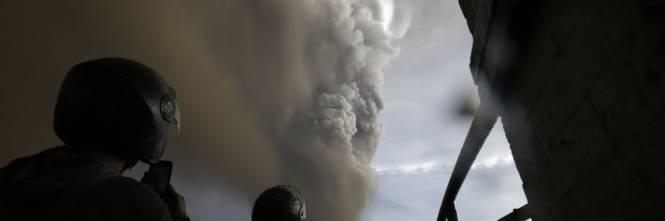 Filippine, la colonna di fumo del vulcano 1