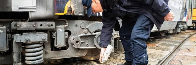 Milano, tram deraglia in via Coni Zugna 1