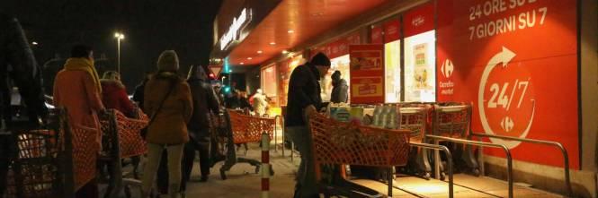 Coronavirus, l'assalto notturno ai supermercati  1
