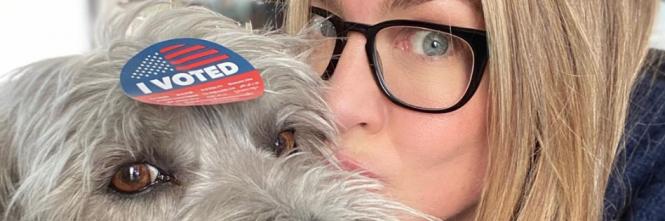 Jennifer Aniston vota alle primarie, foto 1