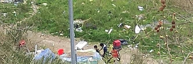 Discariche, roghi tossici e pic-nic: sul Lungotevere di Pietra Papa spunta una nuova favela 1