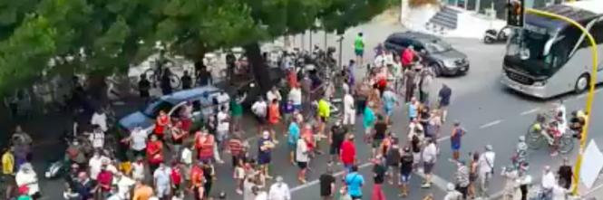 Amantea, cittadini protestano contro l'arrivo di immigrati positivi 1