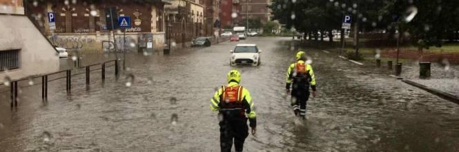 Vigili del fuoco impegnati nella notte per le forti piogge su Milano 1