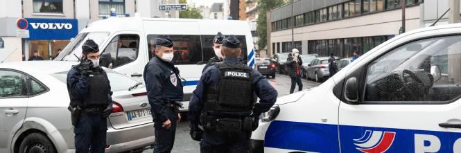 Francia, balli a ritmo di Macarena e zero regole anti Covid: delirio in commissariato