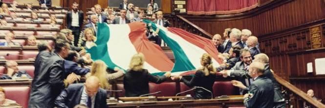 Tricolore in Aula per la Grande Guerra. Fico: