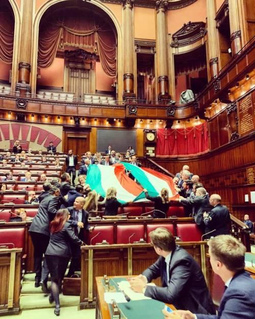 Fdi, tricolore in Aula per la Grande Guerra