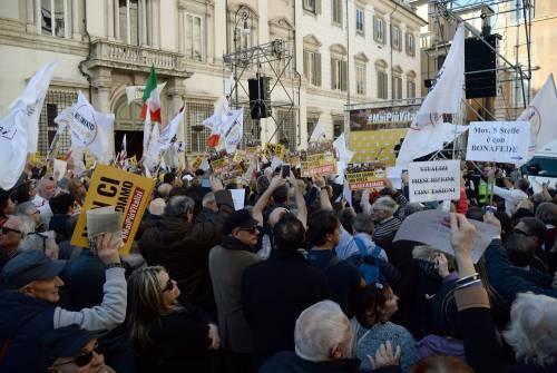 La piazza M5S contro i vitalizi 12