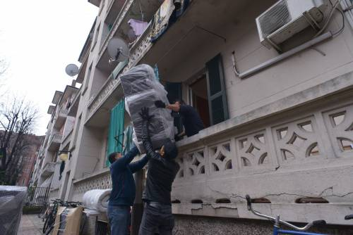 Perquisizioni e sgomberi della polizia in via Gola 5