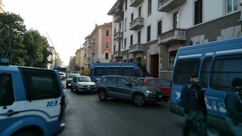 Perquisizioni e sgomberi della polizia in via Gola 7