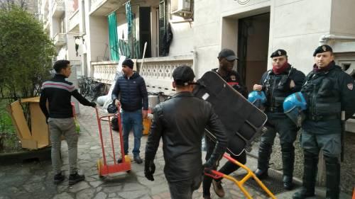 Perquisizioni e sgomberi della polizia in via Gola 8