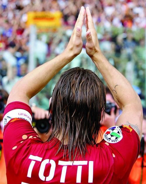 Il giro di campo di Totti, il sollievo della Lazio