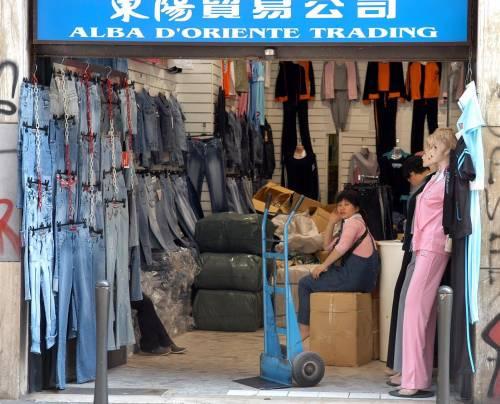 A Genova i negozi chiudono, i cinesi no