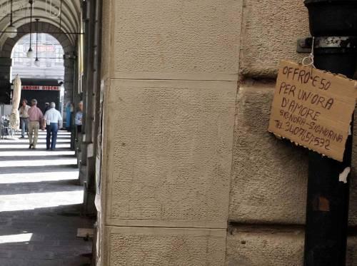 Cartello a De Ferrari: «Per un'ora d'amore so cosa darei: 50 euro»