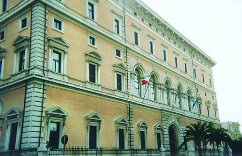 Berlusconi all'Ue: senza fondi al Sud veto sul bilancio