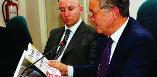 Berlusconi «scippa» Grillo e lancia il gruppo unico alle Camere