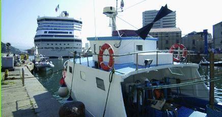 La sinistra naufraga nel porto di Savona