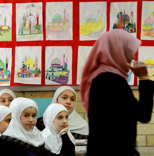 Scontro sulla scuola per i bimbi islamici