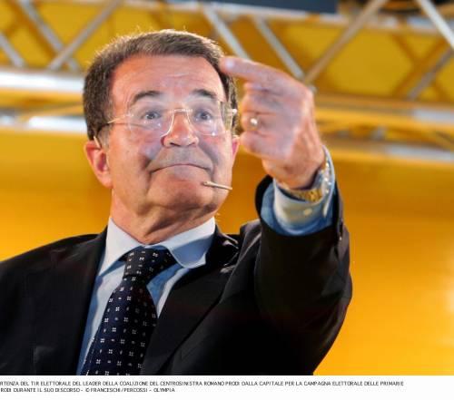 Prodi promette: subito una legge per le coppie gay