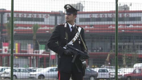 I carabinieri viaggiano in autobus per dare consigli