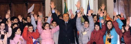 Bossi: «Se vince Prodi scappiamo in Svizzera»