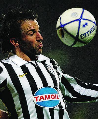 Juve in extremis come il Milan Un autogol la lancia verso la A