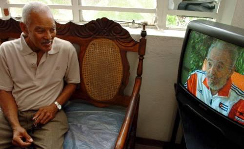 """Fidel Castro riappare in Tv: """"Sono un maestro di vita in pensione"""""""