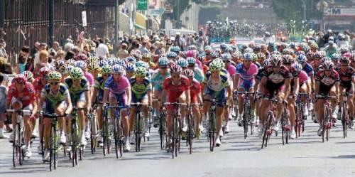 Ciclisti e divieti, il Centro est accusa Tursi