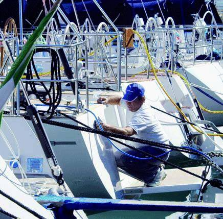 Nautico, la carica dei 300mila Il Comune: «Arrivate via mare»