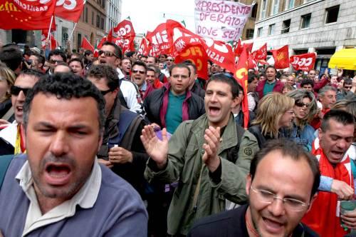 Fiat, dalle tute blu un &quot;vaffa&quot;<br /> contro governo e sindacati