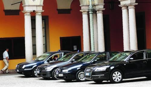 Il Comune  dà un taglio: «Stop agli sprechi, in garage le auto blu»