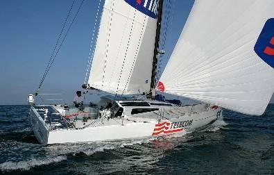 Paura per Soldini, barca speronata da un peschereccio