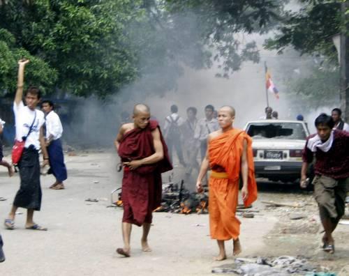 Birmania, sanzioni Ue<br /> contro petrolio o riso<br /> Al via lunedì prossimo