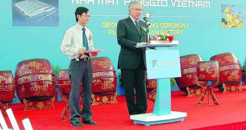 Colaninno in sella al Vietnam «Pronti per 100mila Vespe»
