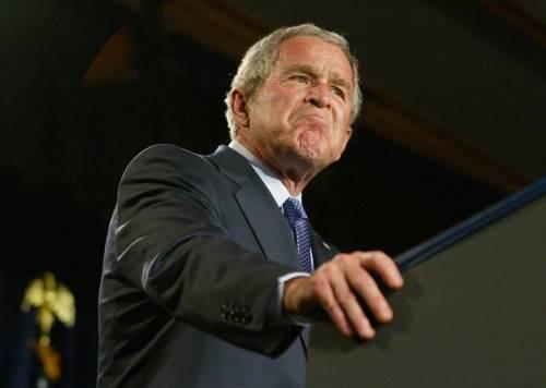 Bush si congratula ma non telefona all'ex rivale