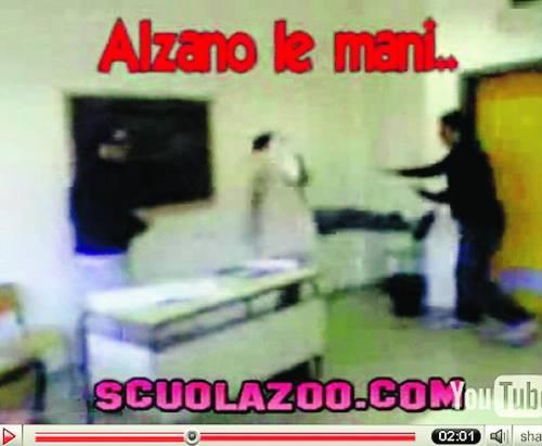 Video di prof che picchiano studenti