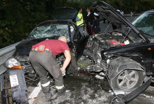 Ubriaco al volante scappa e centra un'auto: muore un'anziana