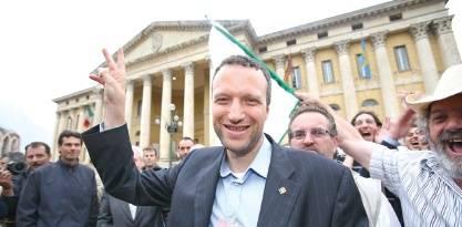 Il sindaco che cancella le auto blu: &quot;Io condannato, Grillo applaudito&quot;<br />