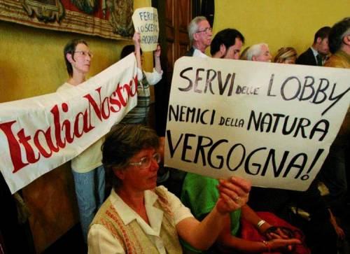 Forza Italia e Udc salvano sindaca e parcheggio