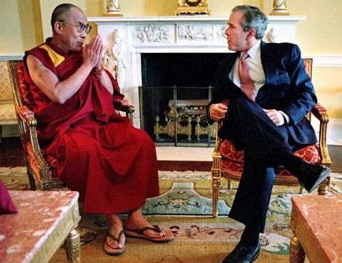 Bush premia il Dalai Lama: scontro con la Cina