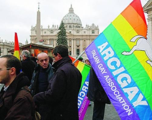 Il Vaticano ferma il vescovo in visita all'Arcigay